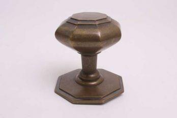 Klassieke voordeurknop brons antiek achthoekig vlak gemaakt van massief messing
