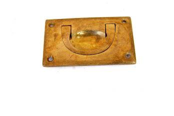 Klassiek infrees-trekker voor lades en deurtjes gemaakt van massief messing in de kleur brons antiek.