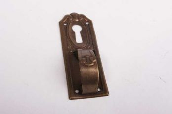 Greep verticaal dun messing brons Antiek 25mm met sleutelgat