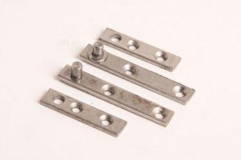 Speuntje voor deurtjes gemaakt van blank ijzer voor 1 deurtje 60mm zs