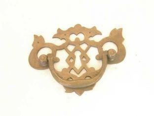 Klassieke meubelgreep antiek brons 95mm met sleutelgat