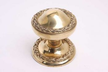 Klassieke deurknop voor de voordeur messing polijst