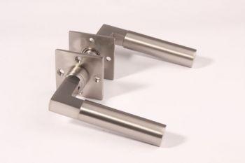 Deurklink Bauhaus geborsteld nikkel 110mm per paar met rozetten