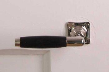 Gatdeel deurkruk tonmodel nikkel en ebbenhout met krukrozet