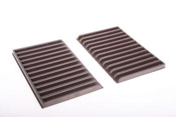 Strip 220mm bruin kunststof 11mm gleuf (o.a. CD formaat) 2 stuks