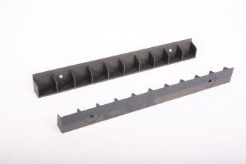 Strip met 29mm gleuven zwart kunststof 320mm lang 2 stuks