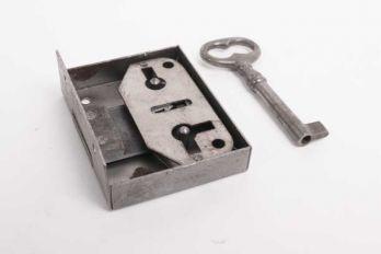 Opdekslot blank ijzer links en rechts 20/25/30/35/40/50/55 mm met sleutel