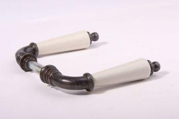 Deurklinken (paar) Roest met antiek wit porselein.