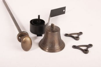 Klassieke trekbel brons antiek ovale knop met ronde rozet.