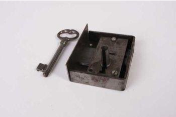 Slot opdek ijzer blank zwaar 2/2,5/3/3,5/4/4,5/5/6cm rechts met sleutel